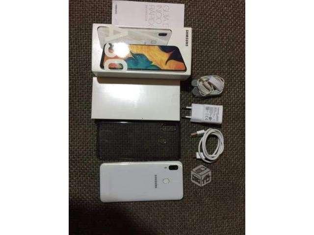 Celular Samsung A30 - Valdivia